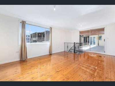 Light Filled 4 Bedroom Apartment