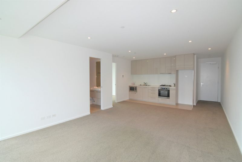 Large Two Bedroom CBD Apartment with Stunning Views and Carpark included!