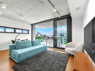 Spacious and Furnished Apartment with Rooftop Pool, Gym & Views