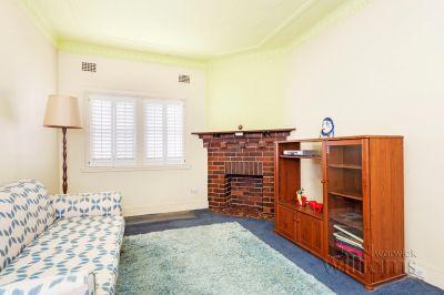 Affordable Art Deco Apartment