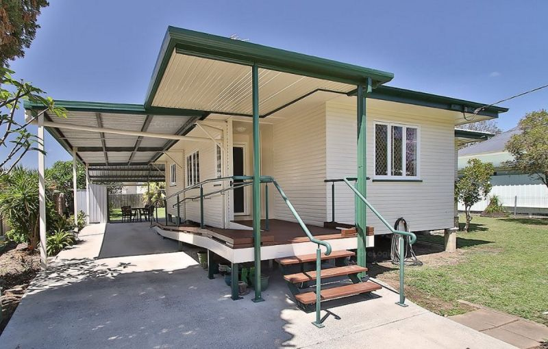 Very tidy three bedroom home with air con and fans!