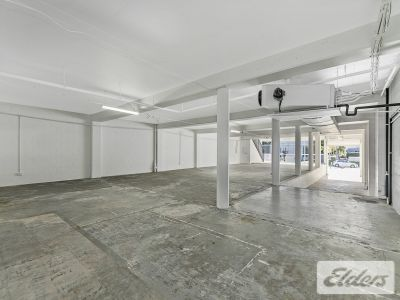 FREESTANDING SHOWROOM/OFFICE ON ROBERTSON STREET!
