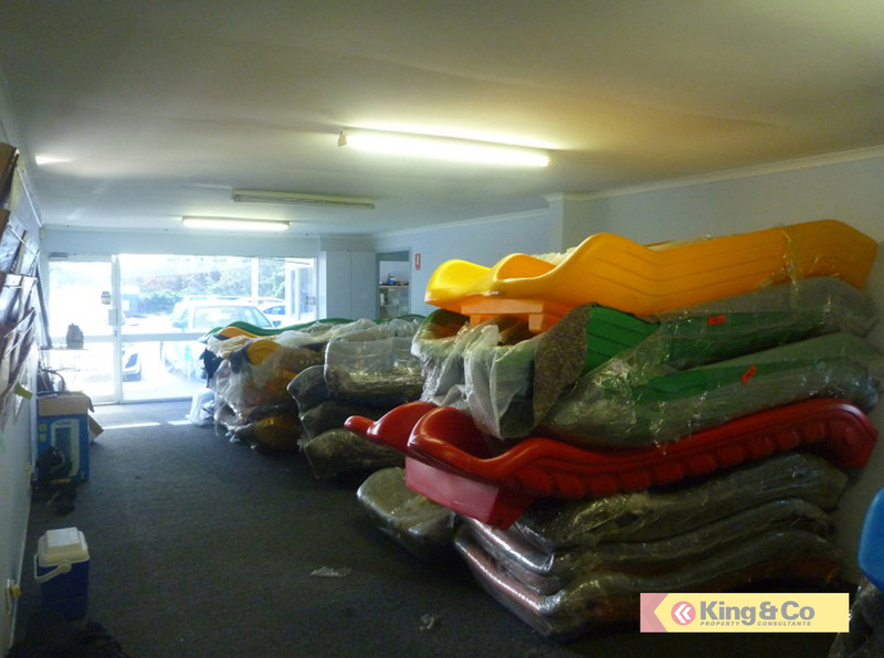 FUNCTIONAL OFFICE/WAREHOUSE – CLOSE TO MOTORWAY!