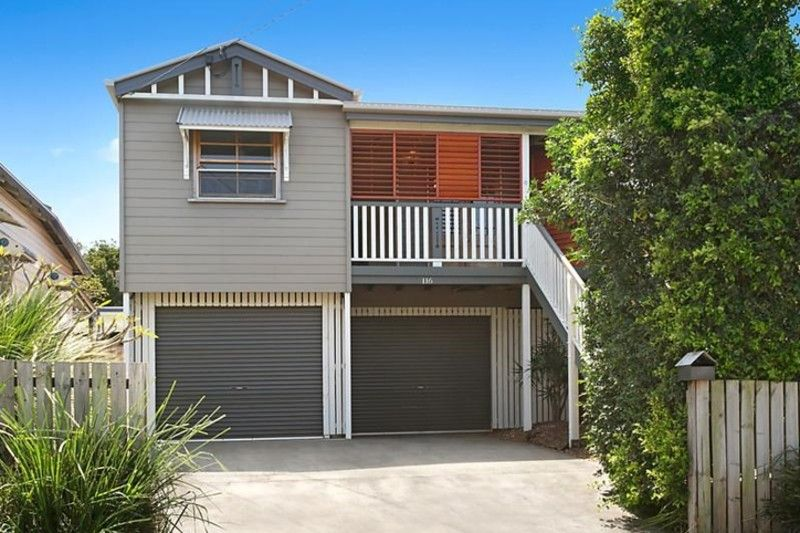 Spacious Queenslander convenient to the city
