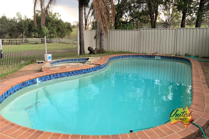 HOUSE AND GRANNY FLAT WITH POOL!