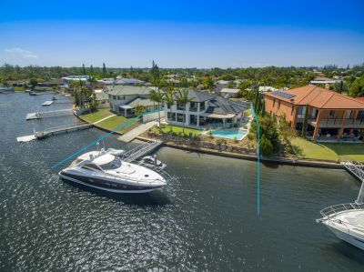 Inspired Waterfront Design  Quality Renovation - 28m* Wide Water