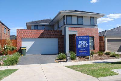 Featherbrook Estate, 51 Windorah Drive: Your Dream Lifestyle Awaits!