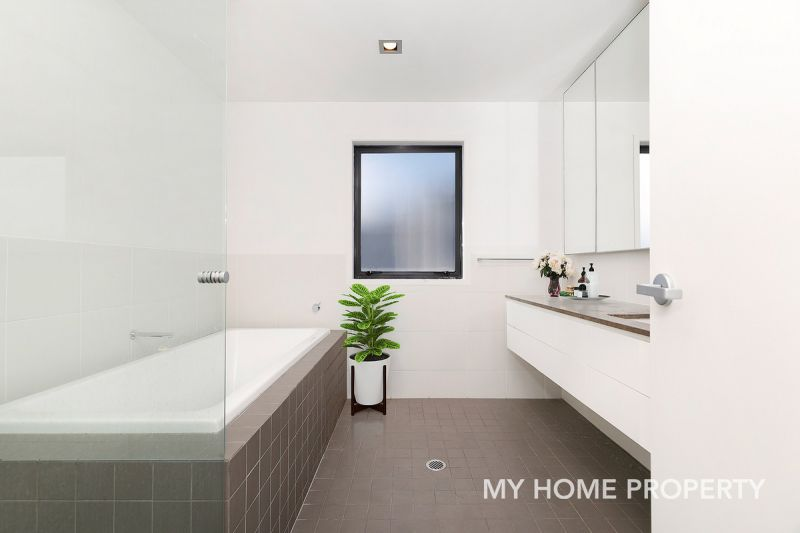 BEAUTIFULLY PRESENTED FAMILY HOME - BULIMBA STATE SCHOOL CATCHMENT