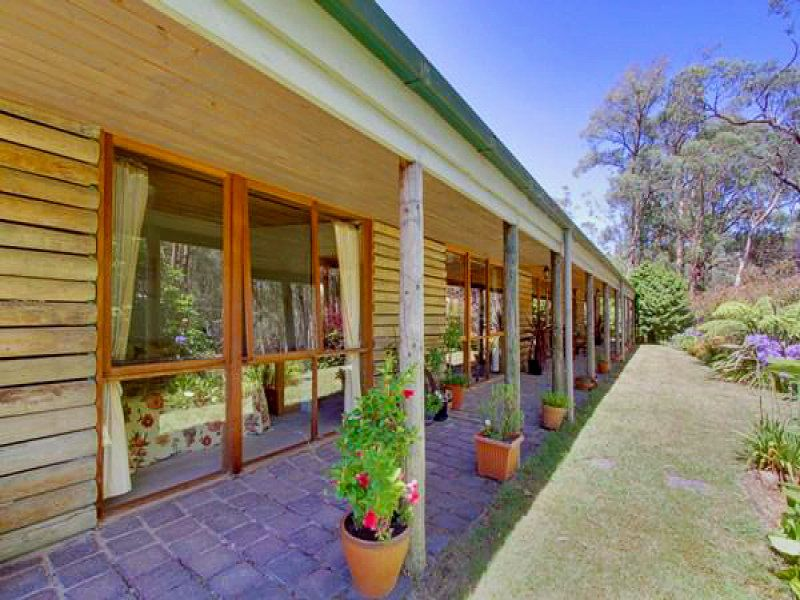 'COUNTRY RETREAT' TO RENT ON 5 ACRES