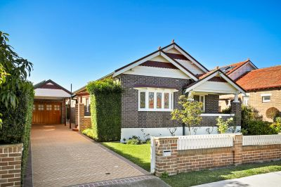 Renovated single level bungalow in quiet central setting