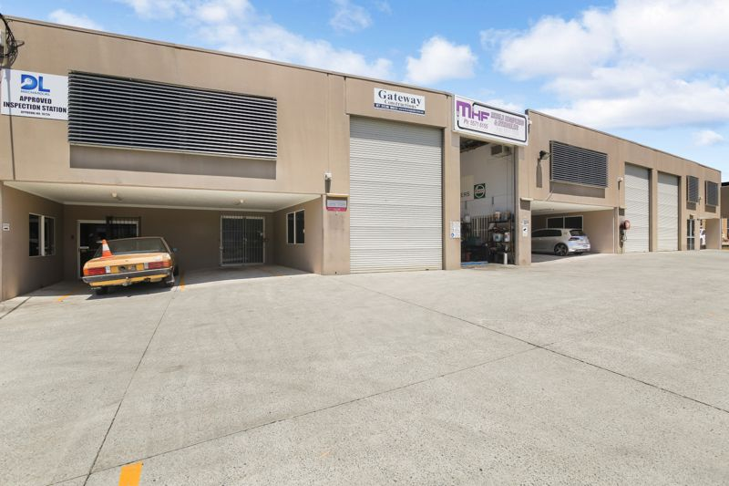 216m2 Industrial Unit, Direct Truck access, Prominent Signage!