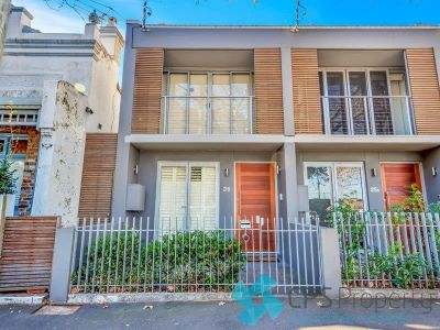 EXECUTIVE THREE BEDROOM TRI-LEVEL TERRACE IN LOVELY PARKSIDE LOCATION