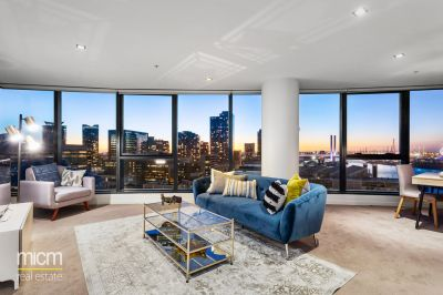 Sky-High Luxury Reveals Stunning Harbour and Bay Views