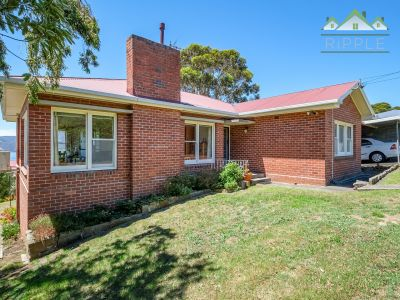 CLASSIC 1960S BRICK HOME ON OVER 800M2 FIRST TIME OFFERED FOR OVER 30 YEARS