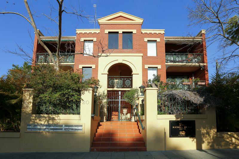 Spacious City-Fringe Apartment!