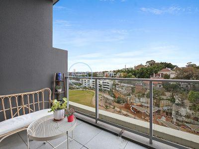 Oversized Park Facing 2-Bedroom Apartment in Glebe!