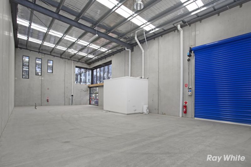 MODERN, HIGH QUALITY WAREHOUSE IN POLE POSITION – OCCUPY OR INVEST!