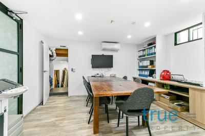 = HOLDING DEPOSIT RECEIVED = STYLISH & CONVENIENTLY LOCATED OFFICE READY TO OPERATE