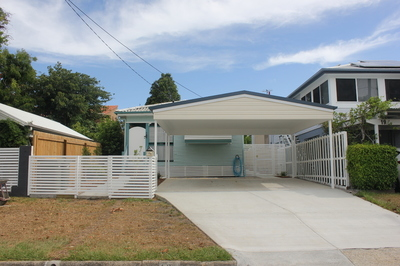House close to the Beach  - Available now!