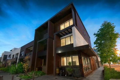 Stunning townhouse highlights both inside and out!