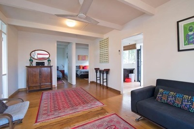 Bright 2 bedroom Bangalow cottage Right in Town