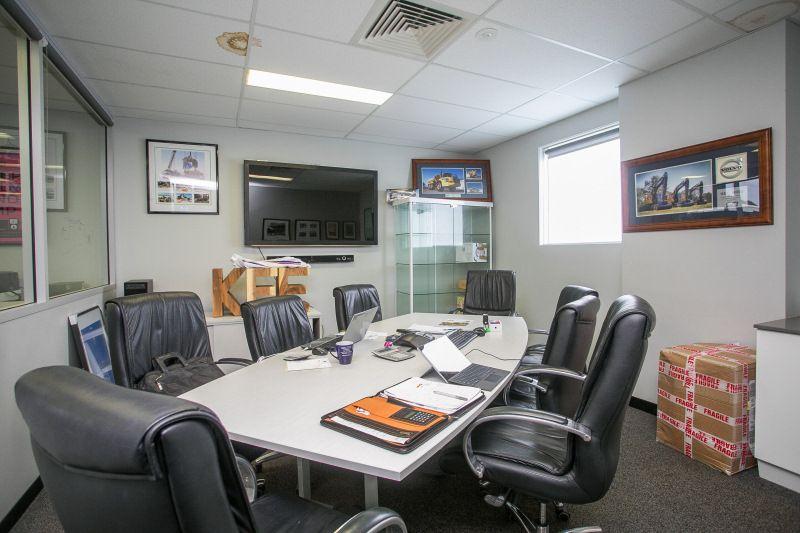 GREEN TITLE CORNER OFFICE / WAREHOUSE – DUAL ACCESS