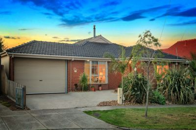Magnificent Family Home in 'Altona Bay'!