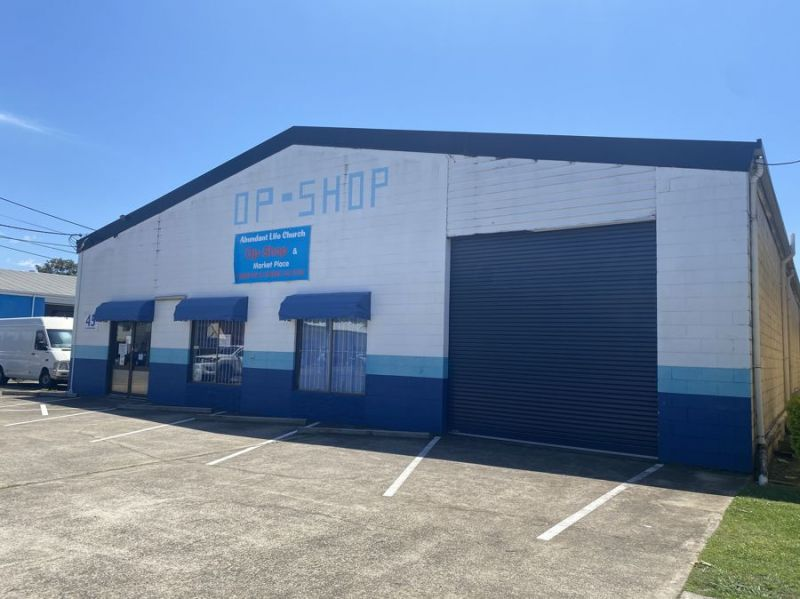 Highly exposed industrial unit with street frontage and onsite parking