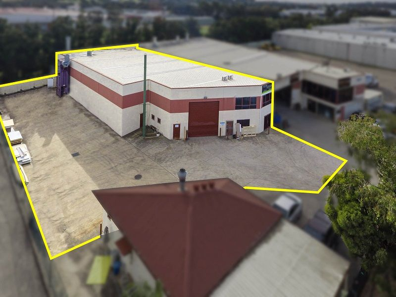Modern Industrial Unit with Generous Hardstand