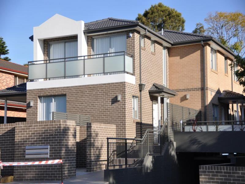 Easy Living: Modern 2 Bedroom Townhouse