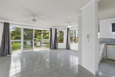 Prime Broadbeach beachside Unit - Hurry, won't last!