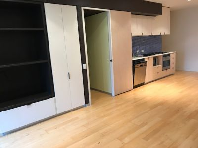 Spacious 2BR QV Apartment in heart of Melbourne CBD with Car Park