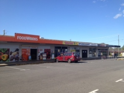 RETAIL SHOP FOR LEASE IN BUSY SHOPPING COMPLEX