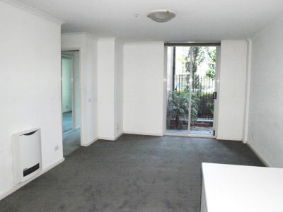 Southbank Condos: Ground Floor - Convenience and Style!