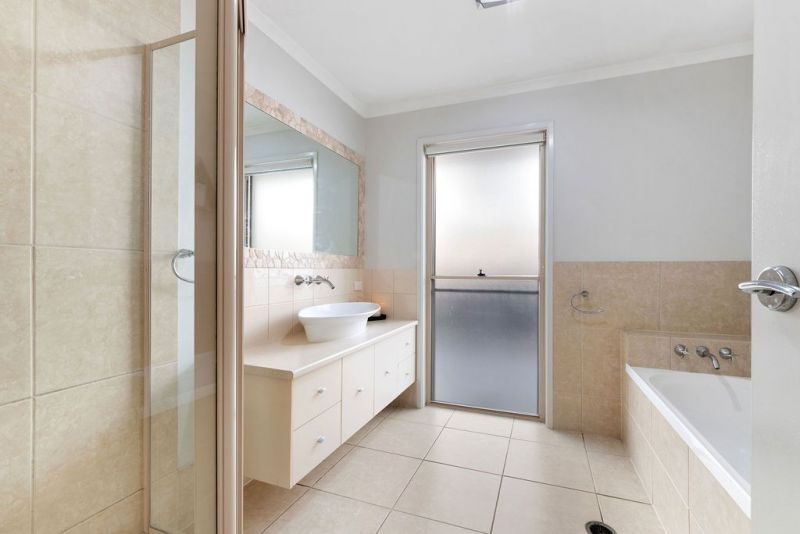 For Sale By Owner: 56 Gallery Place, Little Mountain, QLD 4551