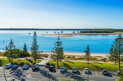 Renovated Top Floor Apartment with Broadwater Views - Must be Sold!