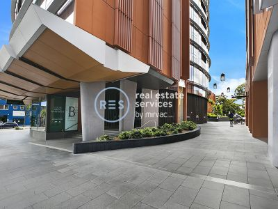 High-Rise 1-Bedroom Apartment with City Views in Zetland