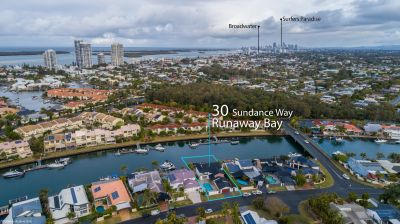 Large Family Home  Prime Runaway Bay Islands Position