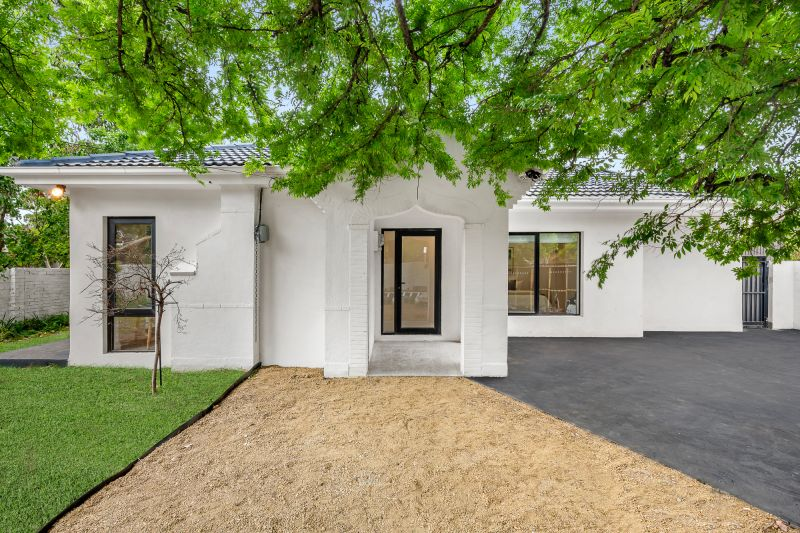 **UNDER ACCEPTED APPLICATION** Single-Level, Art Deco Entertainer Newly Renovated Luxury