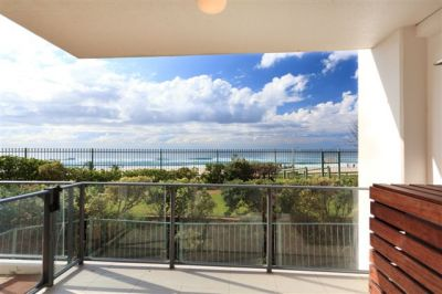 Absolute Beachfront 3 bedroom - 176m2 Must Be Sold
