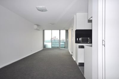 MAINPOINT: 24th Floor - Perfectly Located!