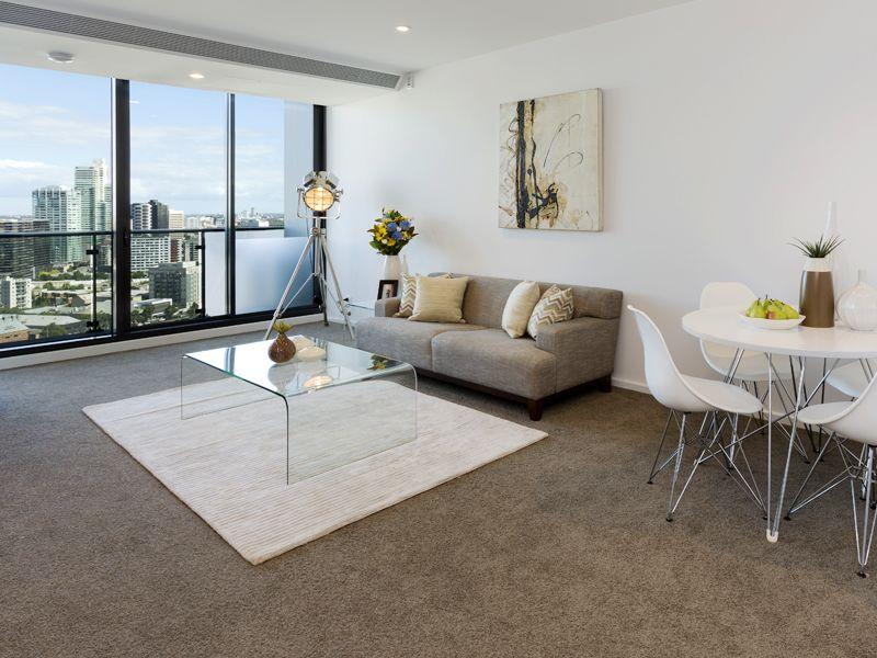 Southbank Grand: 2 Bedroom, 2 Bathroom with Carpark & Study Area!