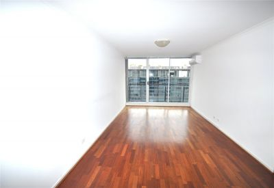 City Condos: 19th Floor - Fantastic Central Location!