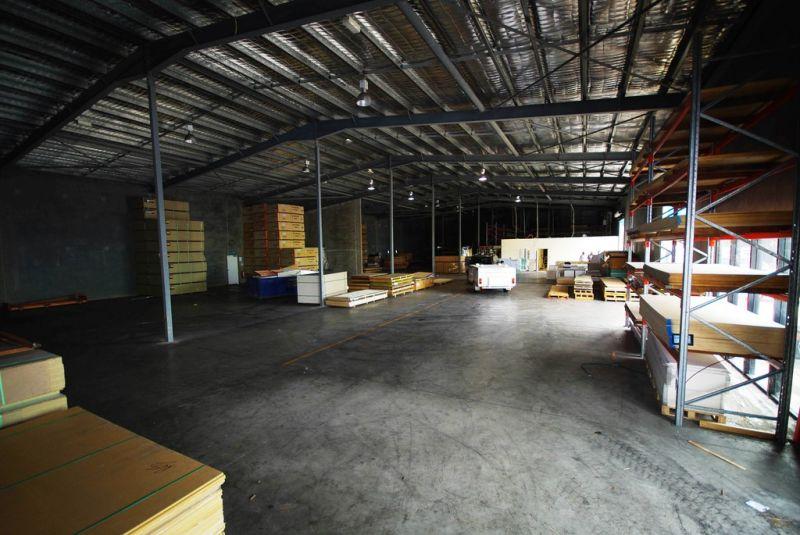 Modern high clearance warehouse / showroom