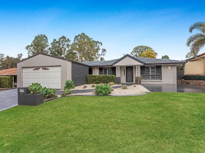 IMMACULATE 5 BEDROOM HOME -  WITH POOL IN GRAMMAR PARK ESTATE