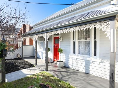 Beautifully renovated 3 bed Victorian home