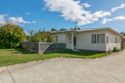 Three Bedrooms - Centrally Positioned - Fenced Yard