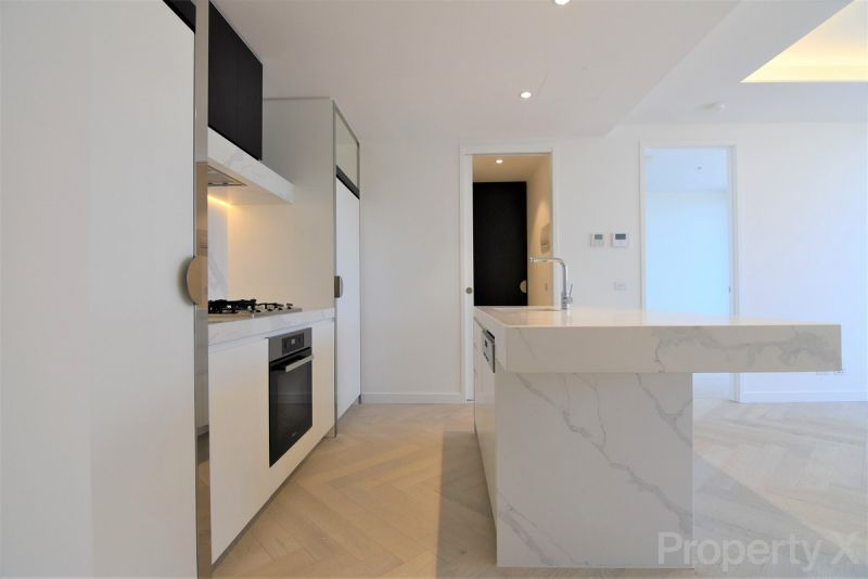 Two Bedroom Luxury Apartment with Carpark!