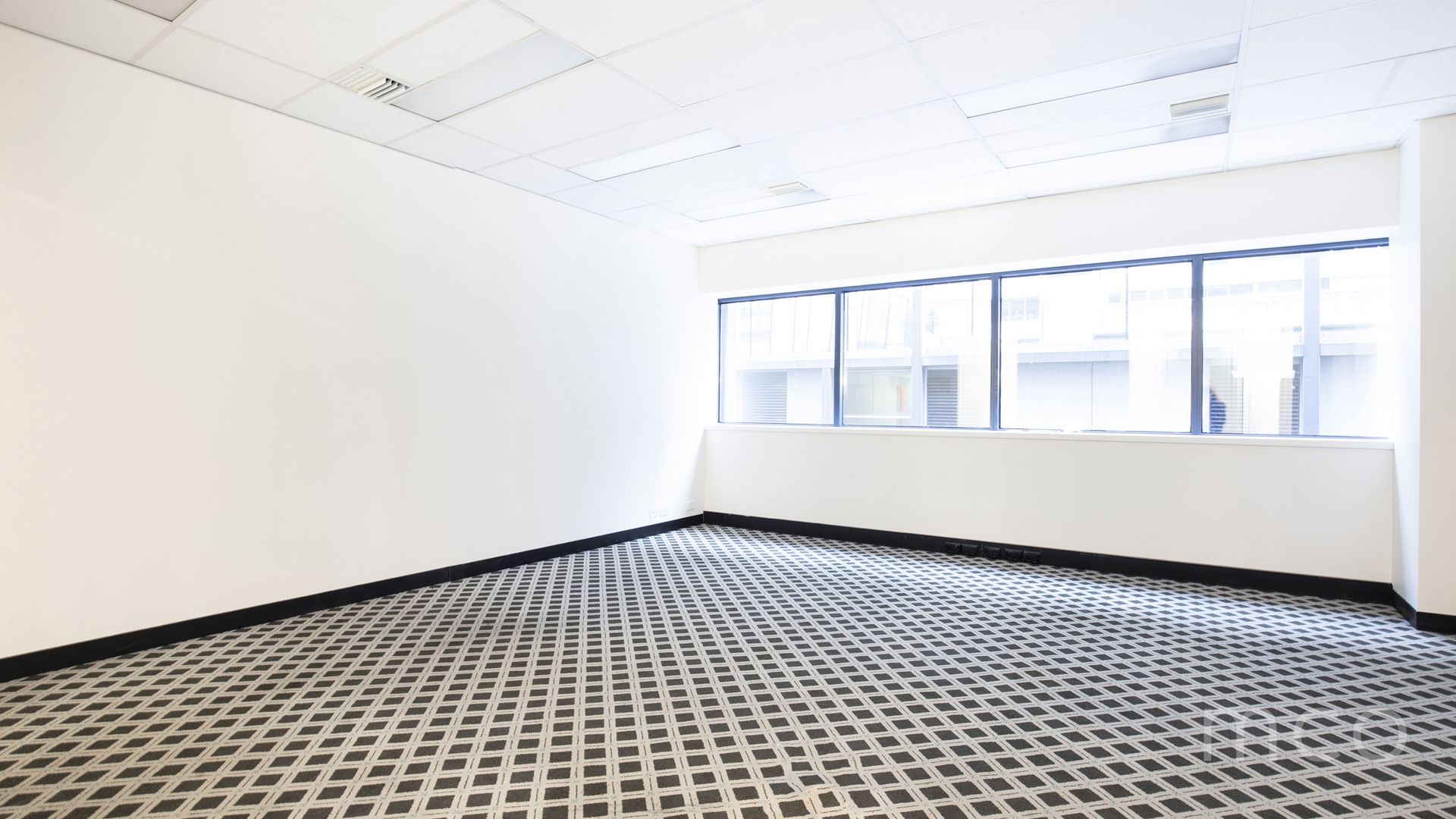 Spacious office, natural light, iconic location