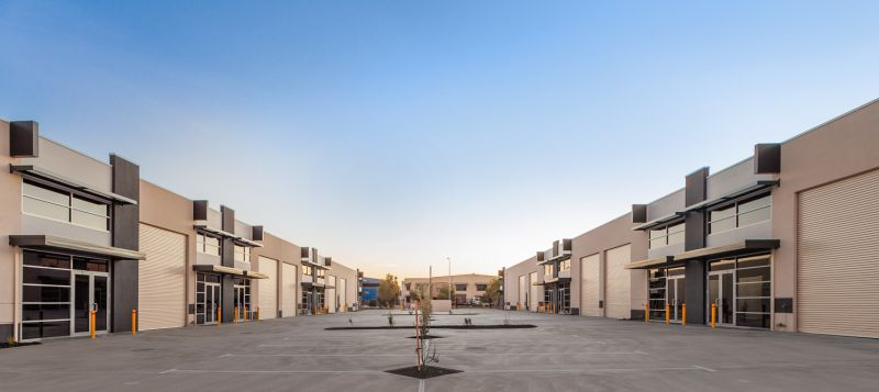 FRONT OFFICE / WAREHOUSE IN STANDOUT DEVELOPMENT